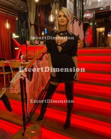 ADELYNA SUPERSTAR escort Civitanova Marche 7